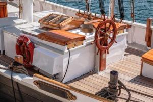 Steuerruder eines alten Segelbootes